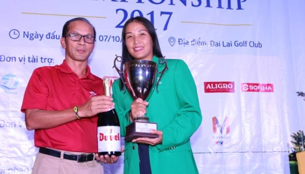 Golfer Vân Anh bảo vệ thành công chức vô địch giải golf Ciputra Golf Club Championship 2017